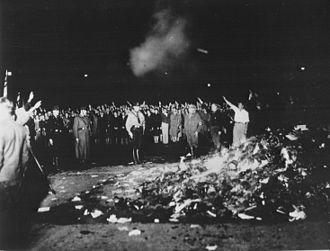 Bücherverbrennung auf dem Opernplatz in Berlin am 10. Mai 1933