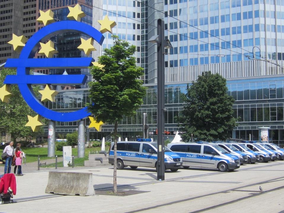 """Der """"Abmarsch der Polizei"""" am 2. Juni 2013"""