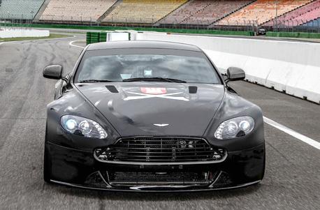 Aston Martin Vantage SP 10 Rennstrecken-Training
